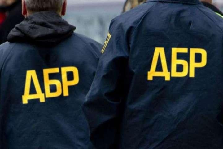 1500 доларів США за безперешкодне вивезення готівки за кордон – ДБР затримало оперуповноваженого контррозвідки СБУ.