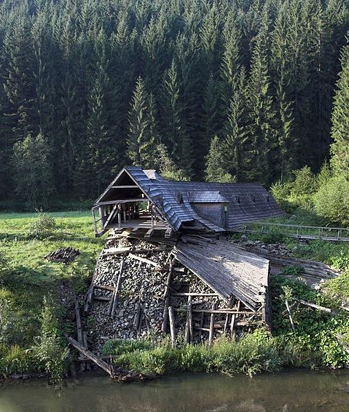 Музей лісу і сплаву розташований біля села Синевир на Міжгірщині, єдиний у Європі та один із двох у світі.