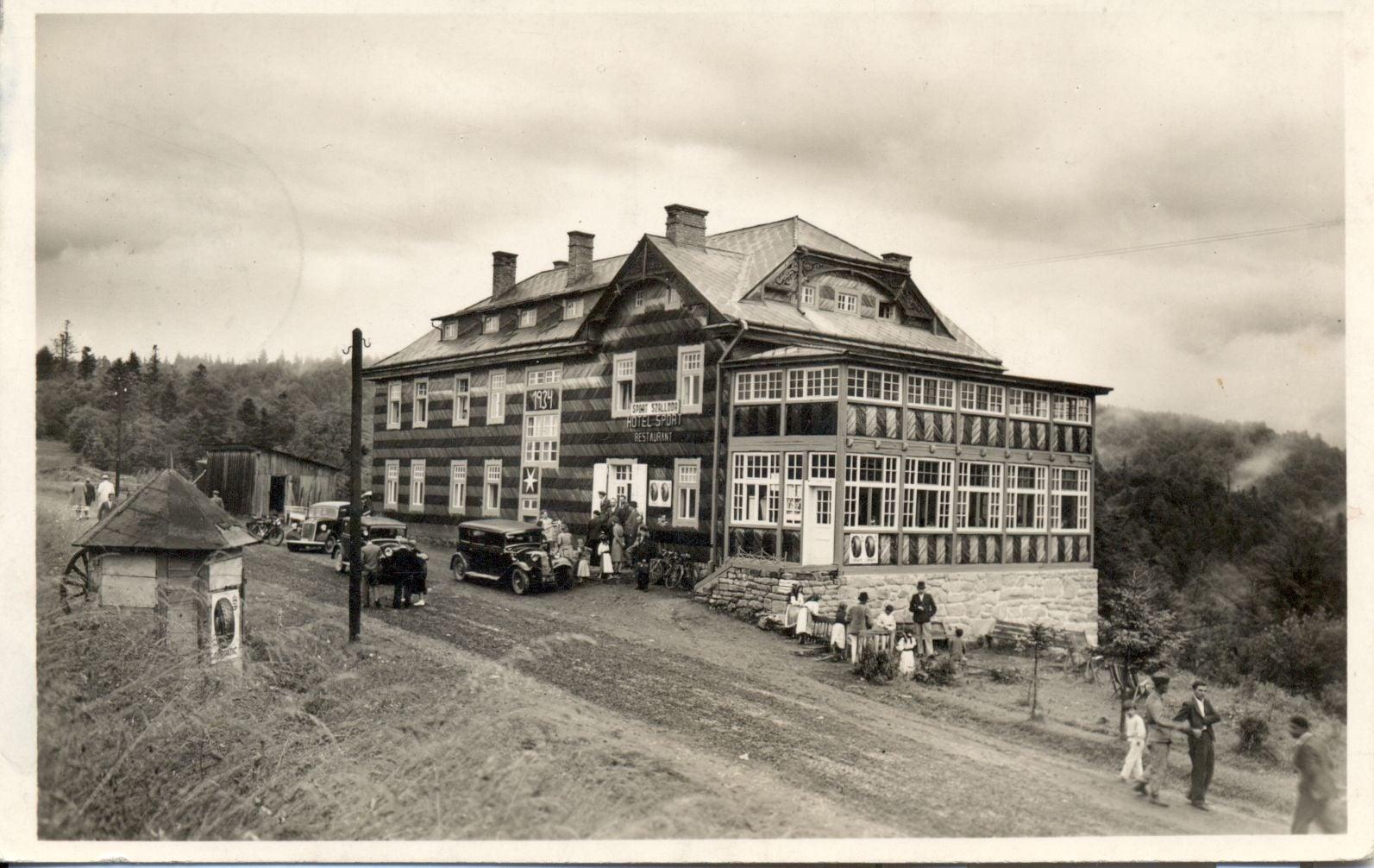 Готель функціонував у 1930-х-поч.1940-х. рр. прямо на стику державних кордонів.