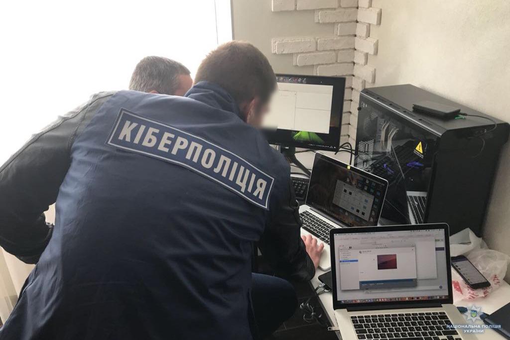 Відділ протидії кіберзлочинам спільно зі слідчими Ужгородського управління поліції за процесуального керівництва прокуратури викрили 34-річного чоловіка на злочині з чужою банківською карткою.