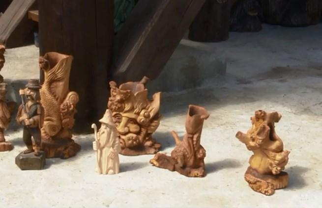 На Рахівщині, де завжди було багато лісу – виготовлення предметів побуту, декору, сувенірів та аксесуарів з дерева є традиційним.