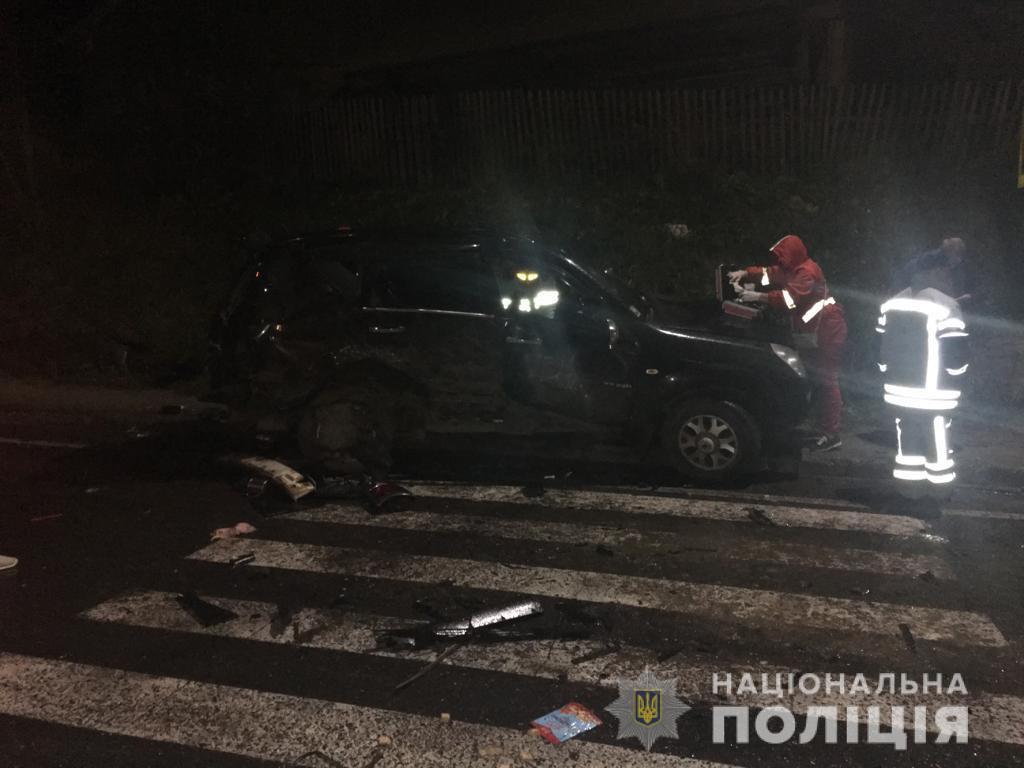"""На трасі """"Київ-Чоп"""" у ДТП постраждали дев'ять осіб, у тому числі троє дітей і немовля"""