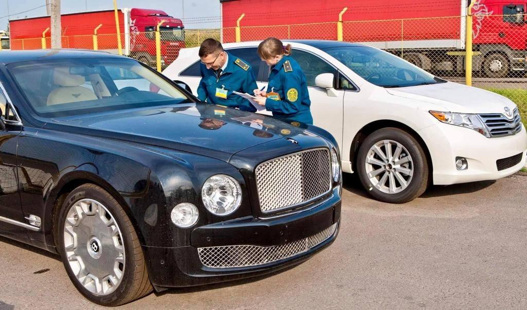 Торік у зоні діяльності Закарпатської митниці Держмитслужби випущено для вільного обігу 32454 легкові транспортні засоби.