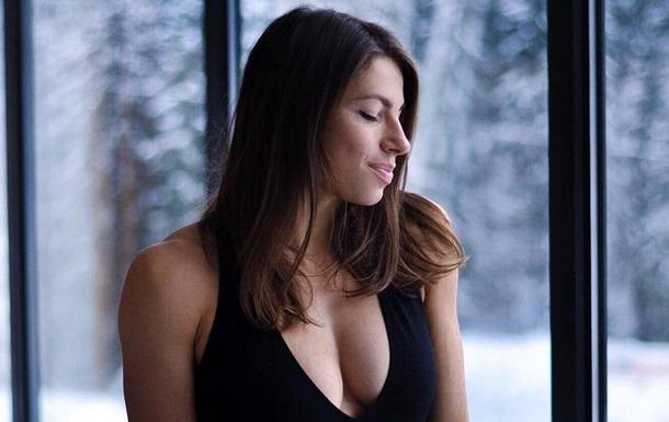 Спортсменка Марина Бех постала в купальнику, повернувшись спиною і засвітивши свої сідниці.