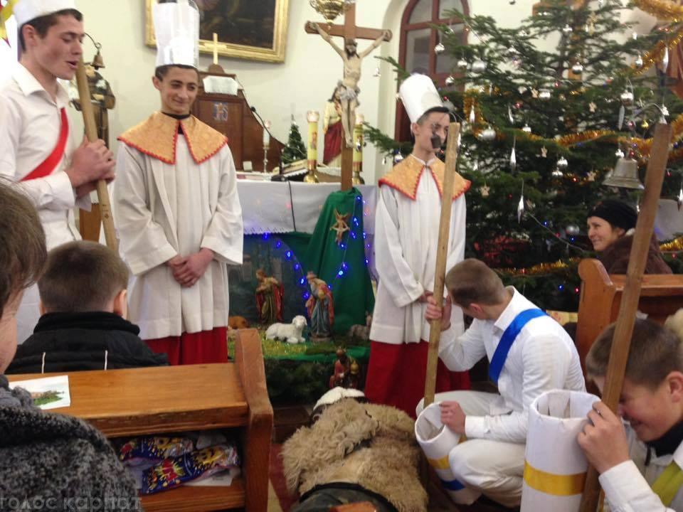 До словацького Різдва, або В'яноце, як говорять словаки, готуються упродовж чотирьох тижнів. Ці тижні очікування, за словами корінної словачки із Тур'я-Ремети – пані Ельміри, звуться Адвентом.