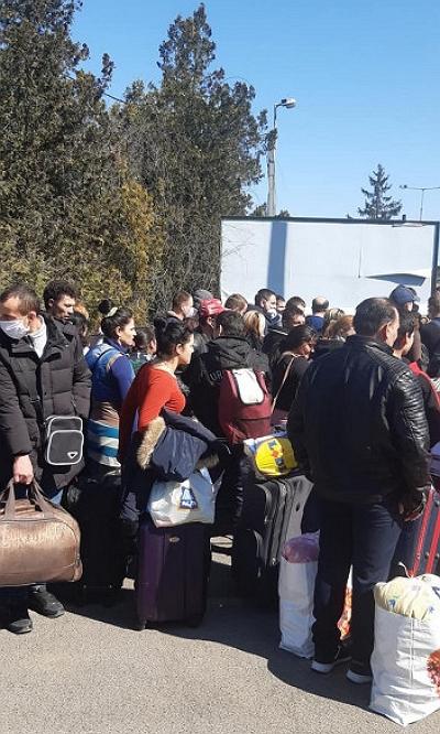 Сотні закарпатців сьогодні намагаються встигнути перетнути кордон до 23.00.