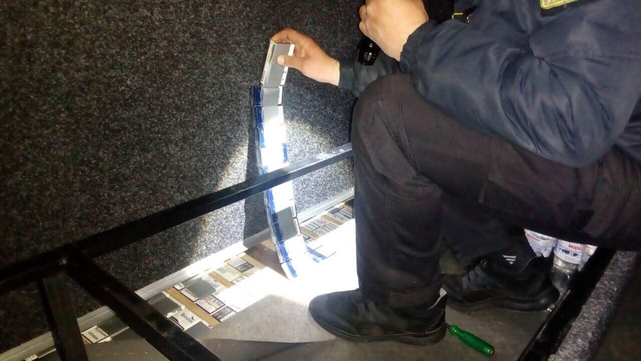 Чималу партію тютюнових виробів, які до Італії перевозив 30-річний українець, виявили сьогодні вранці прикордонники Чопського загону у пункті пропуску «Тиса».