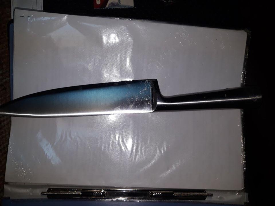 У Рахові під час документування вуличної бійки один із її учасників, перебуваючи в стані алкогольного сп'яніння, кинувся з ножем на поліцейських.