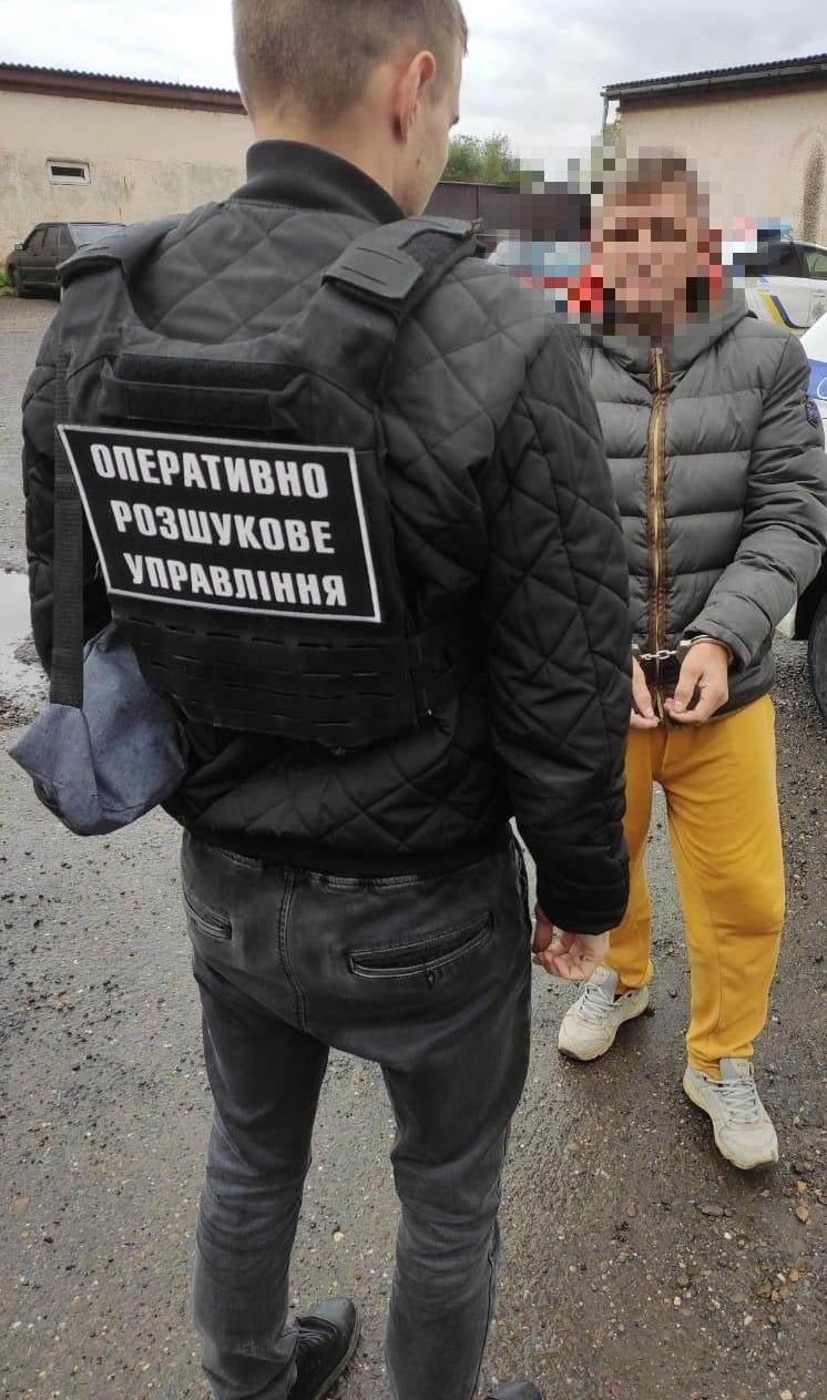 Переправника нелегальних мігрантів, затримали учора співробітники головного оперативно-розшукового відділу Мукачівського прикордонного загону.