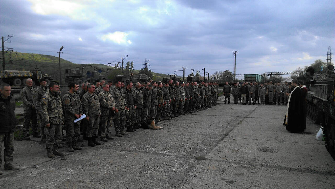Священники Закарпатської єпархії звершили молебень перед відправленням в зону АТО солдат 15-го ОГПБ.