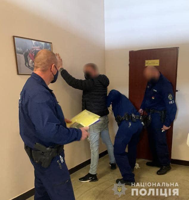 Закарпатські поліцейські екстрадували затриманих на території України іноземців, які перебували в міжнародному розшуку.