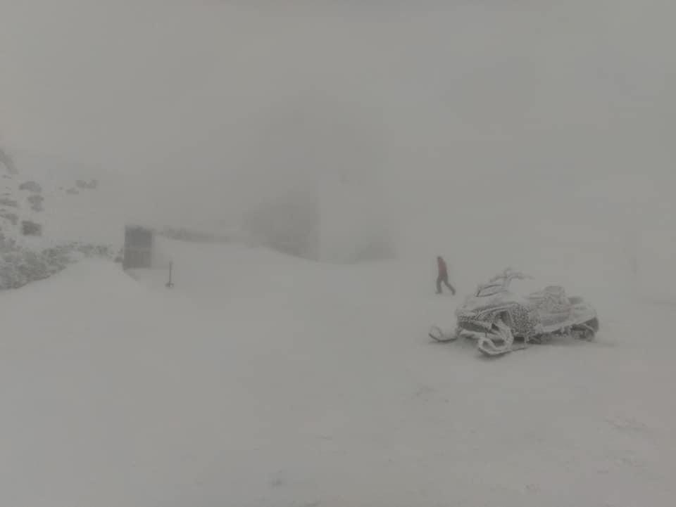 У Закарпатській області в Рахівському районі на горі Петрос 23 лютого заблукали група туристів з п'яти людей.