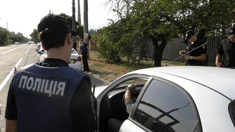 Зупинка транспортних засобів виключно з метою перевірки наявності у водія визначених законодавством документів Законом не передбачена.