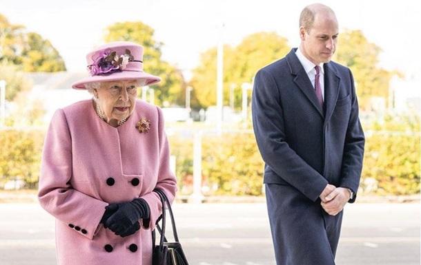 Британська королева повинна зректися престолу в наступному році, стверджують біографи королівської сім'ї. У 95 років монарх передасть престол принцу Чарльзу.