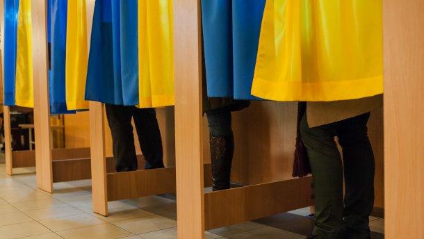 В Ужгородському прес-клубі відбулося засідання, головною темою якого став «Перебіг парламентської виборчої кампанії в Ужгороді: прогнози, кандидати, їхні програми».