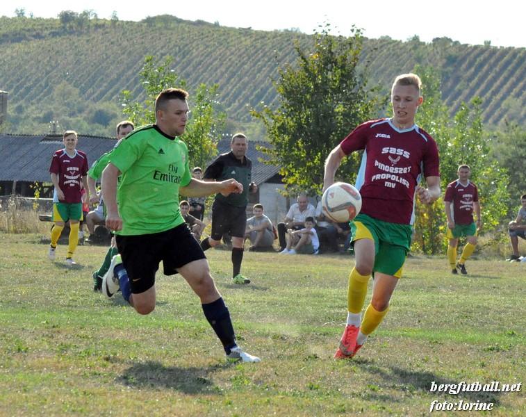 Згідно з рішенням районної федерації з футболу, нинішнього сезону проводять першості окремо для дорослих і юнацьких складів.