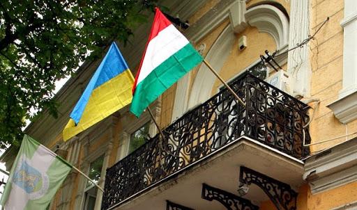 МЗС звернулося до правоохоронних структур з проханням дати оцінку діям угорських чиновників.