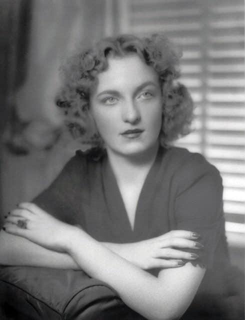 Елеонора Перені народилася 4 січня, 1918р. у Вашингтоні, округ Колумбія, США.