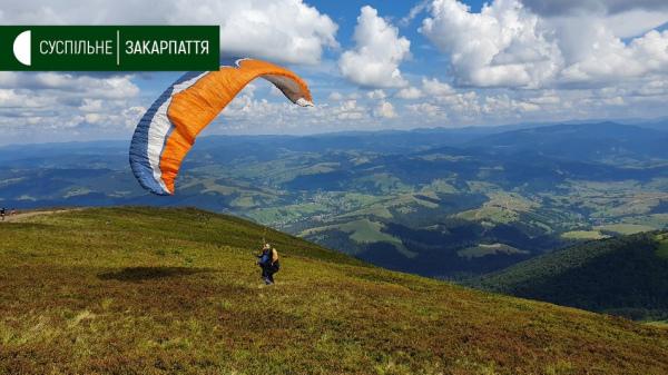 На горі Гимба змагаються сорок спортсменів-парапланеристів з усієї України