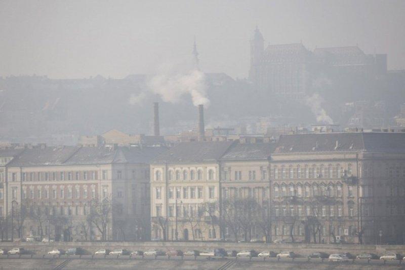 Національний центр громадської охорони здоров'я (NNK) заявив, що деякі угорські міста страждають від поганої якості повітря через високу концентрацію частинок пилу в повітрі.