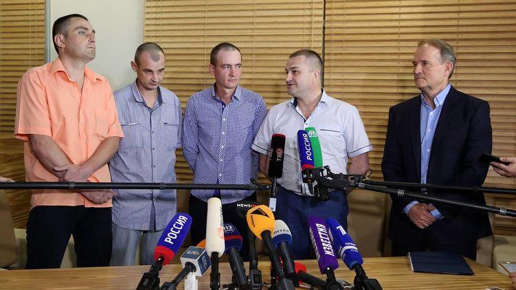 28 червня в Київ повернулися четверо українських полонених, утримуваних на Донбасі. Це перші полонені, яких видали в