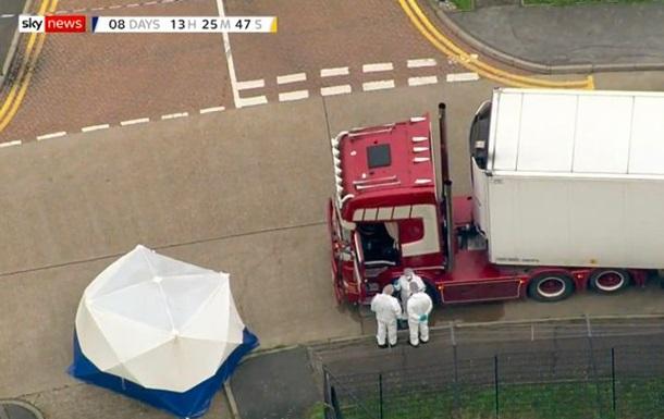 У Мережі з'явилося фото водія вантажівки. Поліція вважає, що причіп вантажу прибув до Британії з Бельгії, а сам тягач - з Північної Ірландії.