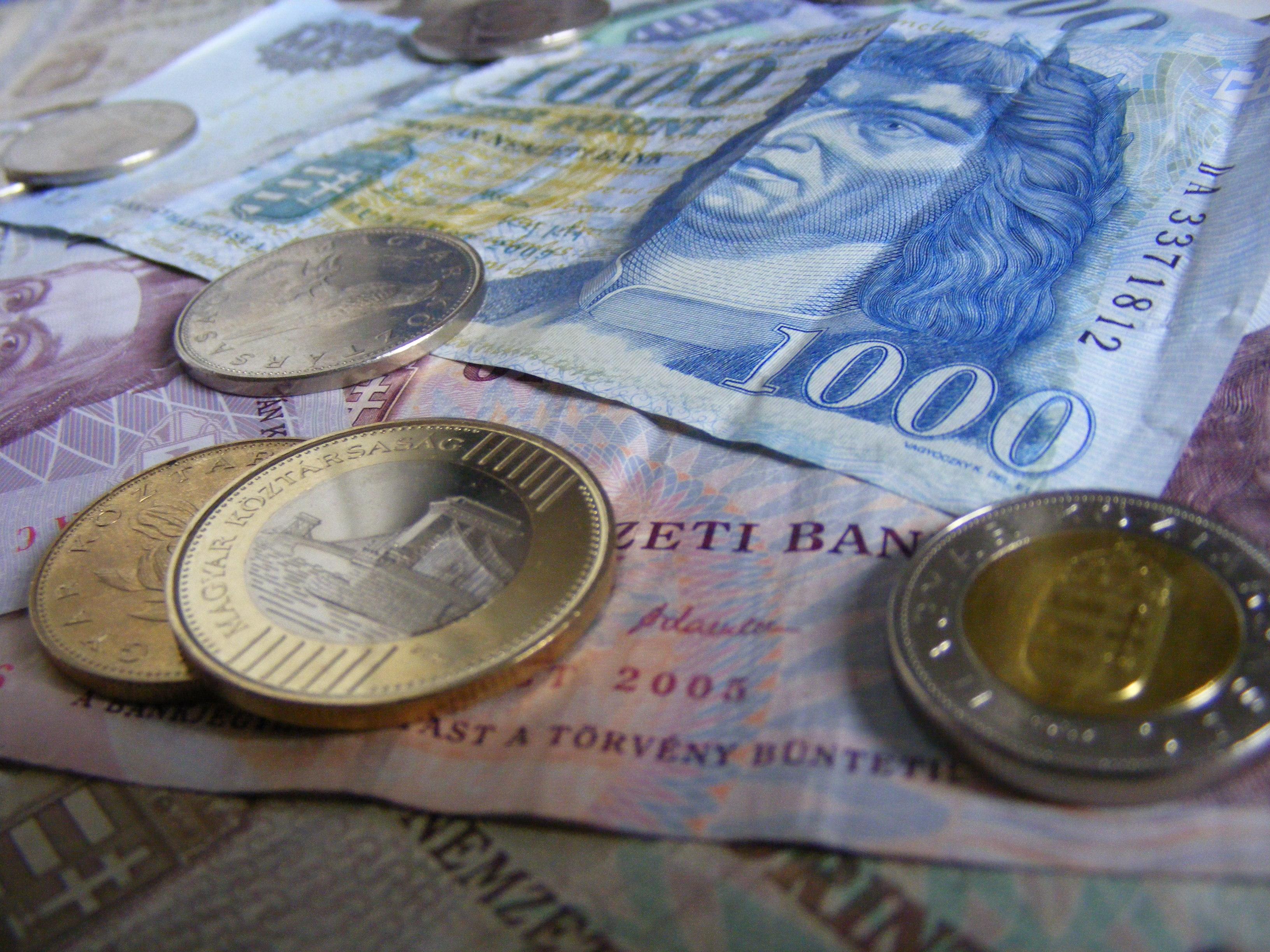Офіційний курс гривні до долара НБУ укріпив до 27,6486 грн / дол у порівнянні з 27,6793 грн / дол днем раніше.