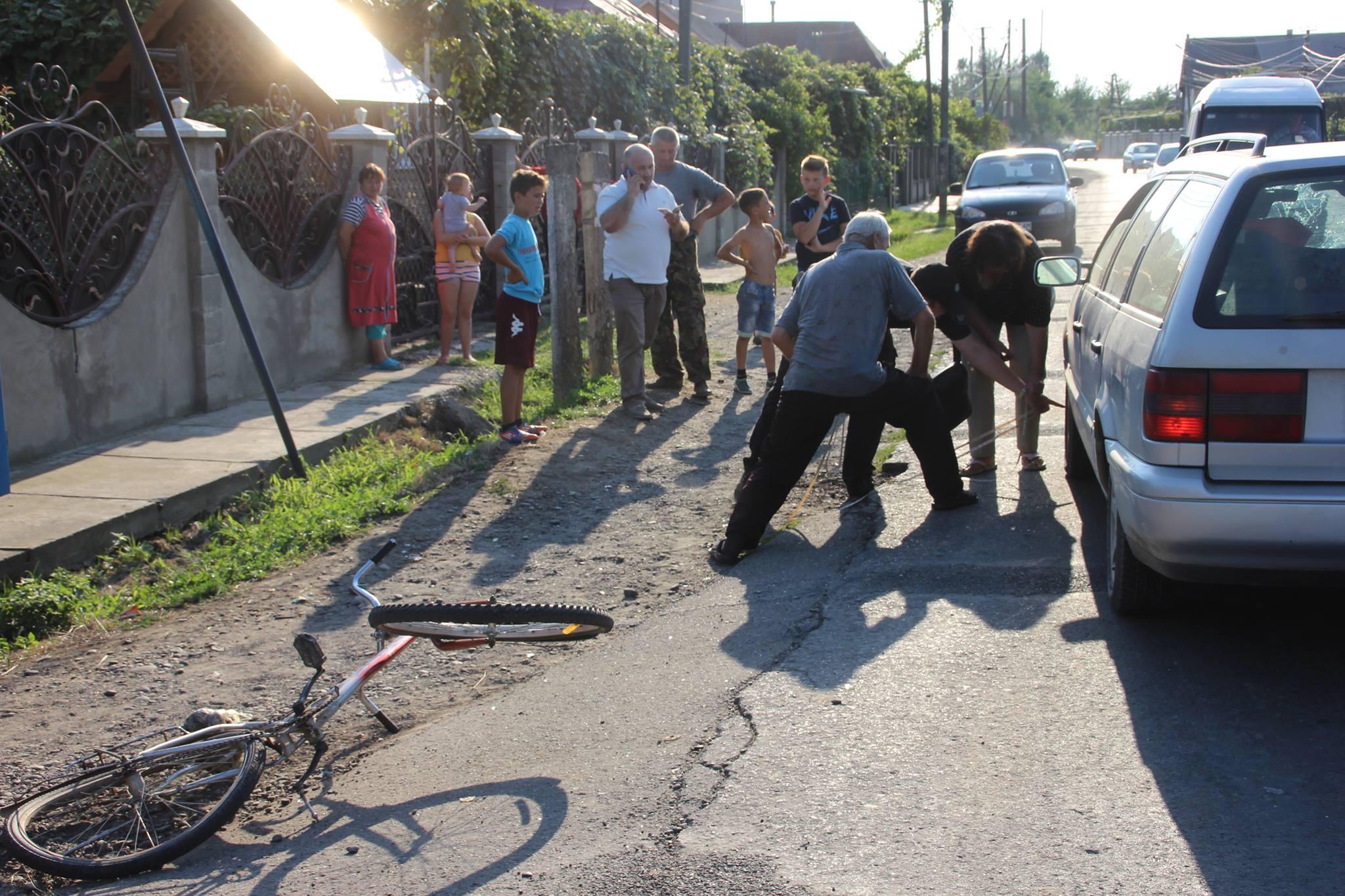 ДТП на Закарпатті : Volkswagen збив юнака-велосипедиста