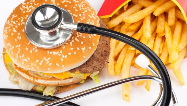 Зміна способу життя та здорове харчування допоможуть знизити рівень холестерину.