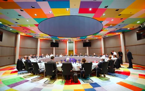 Лідери країн Європейського Союзу не змогли обрати главу Єврокомісії. Дональд Туск призупинив саміт.
