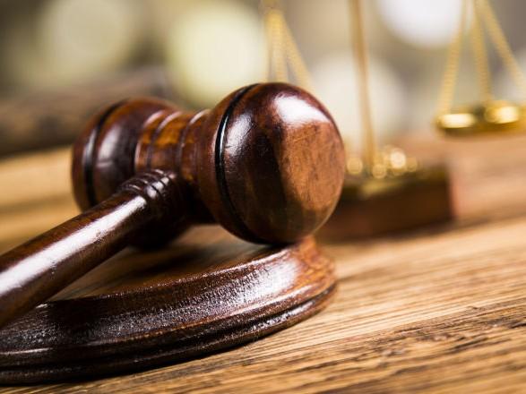 Протиправними діями установі завдано збитки у розмірі 165 тис. грн, які неправомірно перераховано товариству з обмеженою відповідальністю в якості оплати за договором підряду.