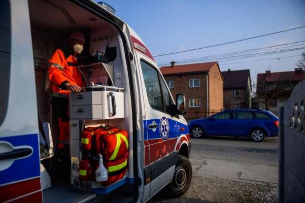 Трагедія трапилася в населеному пункті Бжозовєц поблизу міста Гожув Велькопольський. Від отриманих травм чоловік загинув на місці.