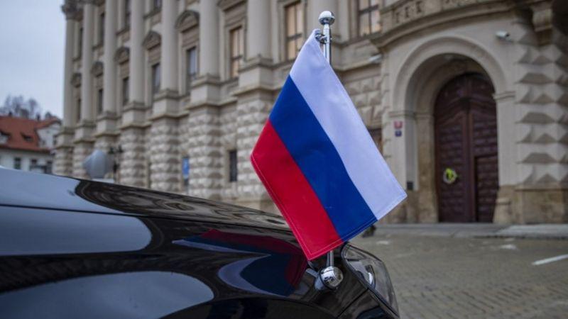 Між Росією та Чехією вибухнув гучний шпигунський скандал, що супроводжується взаємною висилкою дипломатів, нагадує про отруєння