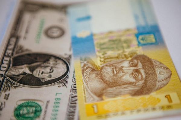Такий вердикт дали фінансові аналітики, прогнозуючи у найближчому майбутньому девальвацію гривні.