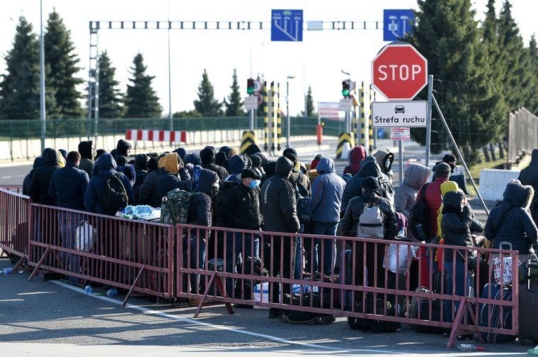 Уряд Польщі видав розпорядження про скасування обов'язкового 10-денного карантину для відвідувачів з-за кордону, якщо вони мають з собою підтвердження негативного результату ПЛР-тесту.