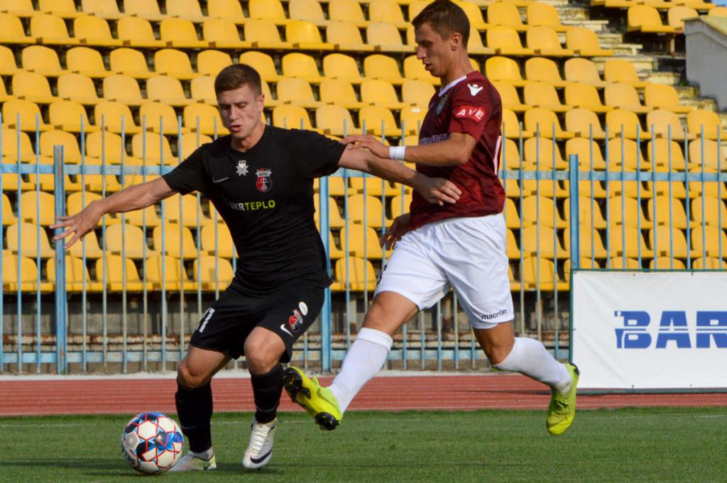 Гравці друголігівського клубу пройшли тестування на коронавірус. За його результатами захворювання виявили у 19-річного захисника Максима Кодрі.