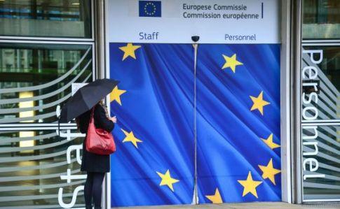 Лідери ЄС розповіли про намір поступово знімати обмеження на перетин кордонів всередині шенгенської зони, а також для іноземних громадян, але зазначили, що це не буде швидким процесом.
