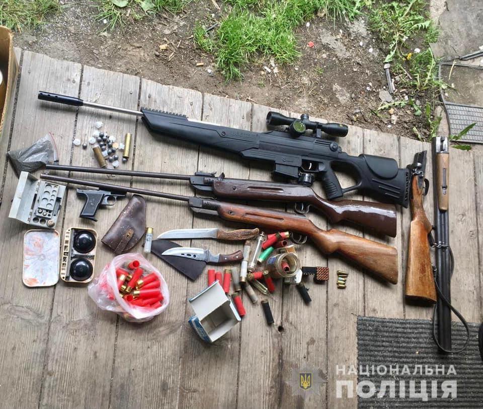 Вчора, 25 травня, за місцем проживання двох фігурантів злочину у селі Богдан поліцейські провели санкціонований обшук.
