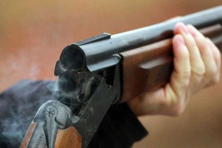 Дві незареєстровані рушниці з набоями незаконно зберігав 38-річний житель одного з населених пунктів Рахівщини.