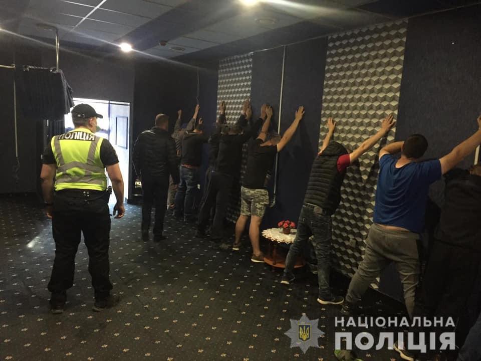 21 травня працівники поліції, в рамках розслідування кримінального провадження щодо зайняття гральним бізнесом, провели санкціонований судом обшук у одному з приміщень по вулиці Сечені в Берегові.