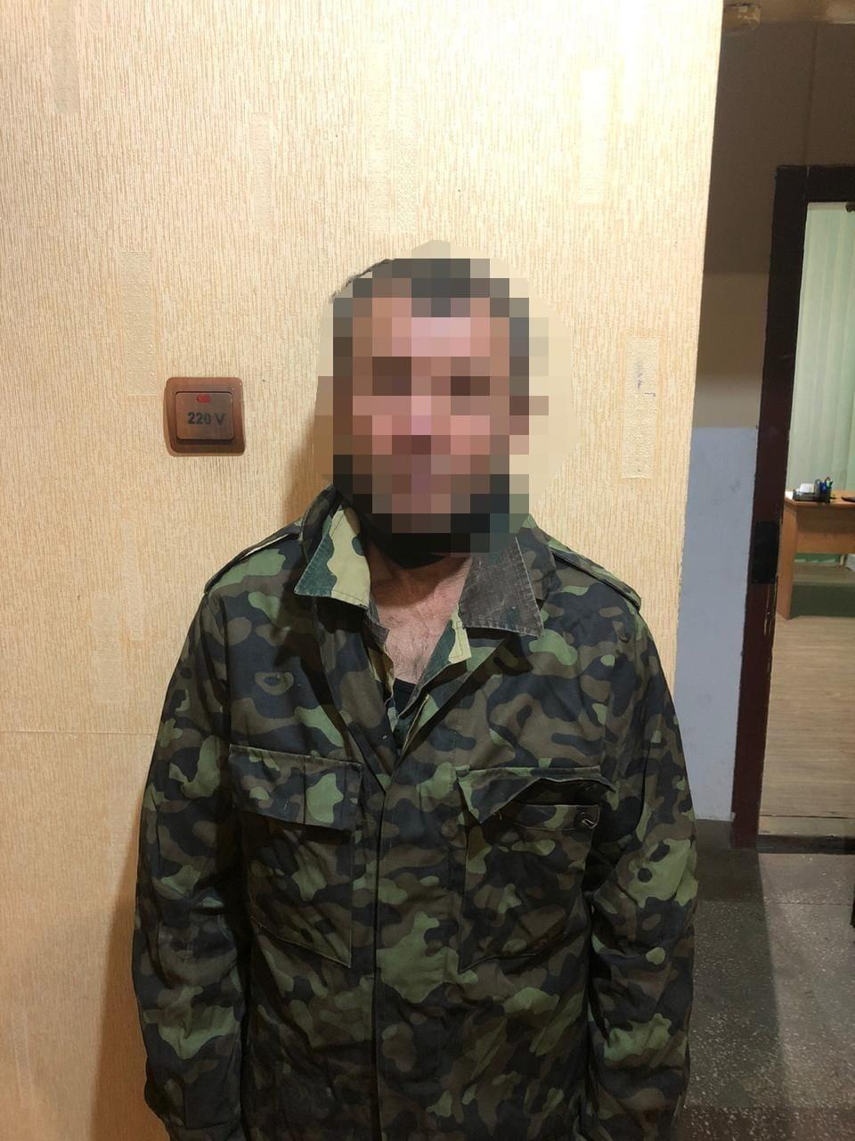 Поліцейські затримали жителя Берегівщини, який скоїв розбійний напад на жінку.