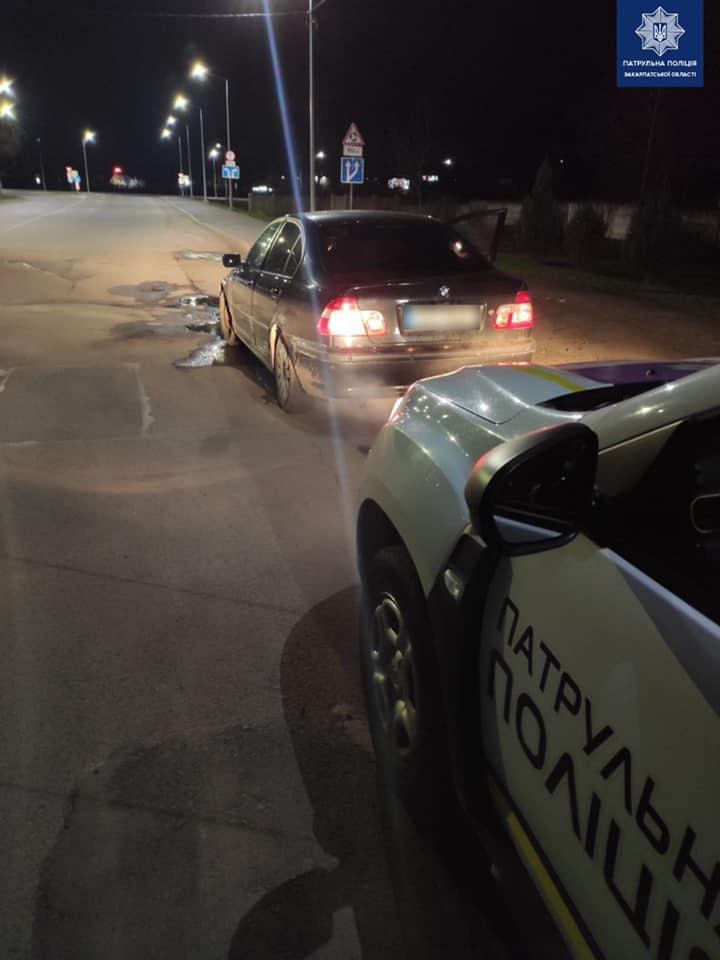 Мукачівські патрульні притягнули до відповідальності нетверезого водія, який пропонував хабаря.
