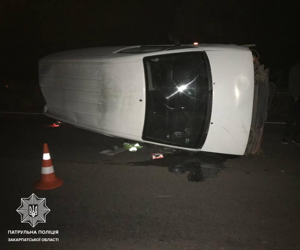 Це трапилося сьогодні, на трасі М-06, поблизу села Глибоке, Ужгородського району. Близько 4-ї години інспекторам надійшов виклик про ДТП.