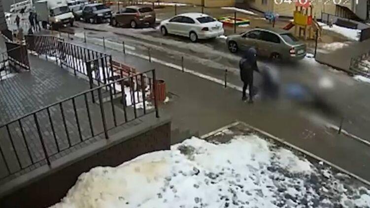 Сьогодні, 4 лютого, в Воронежі чоловік-самогубець вистрибнув з вікна і впав на коляску з п'ятимісячним дитиною.