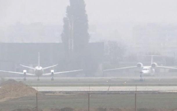 Авіакомпанії через погодні умови в районі Одеси відклали свої рейси, деякі рейси були скасовані.