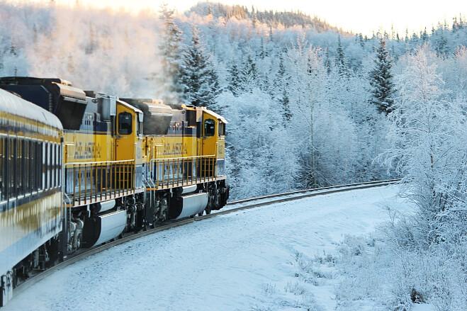 Укрзалізниця допоможе всім охочим зустріти Різдво в Карпатах. Так, компанія пропонує скористатись 19 поїздами далекого сполучення та швидкісними поїздами.