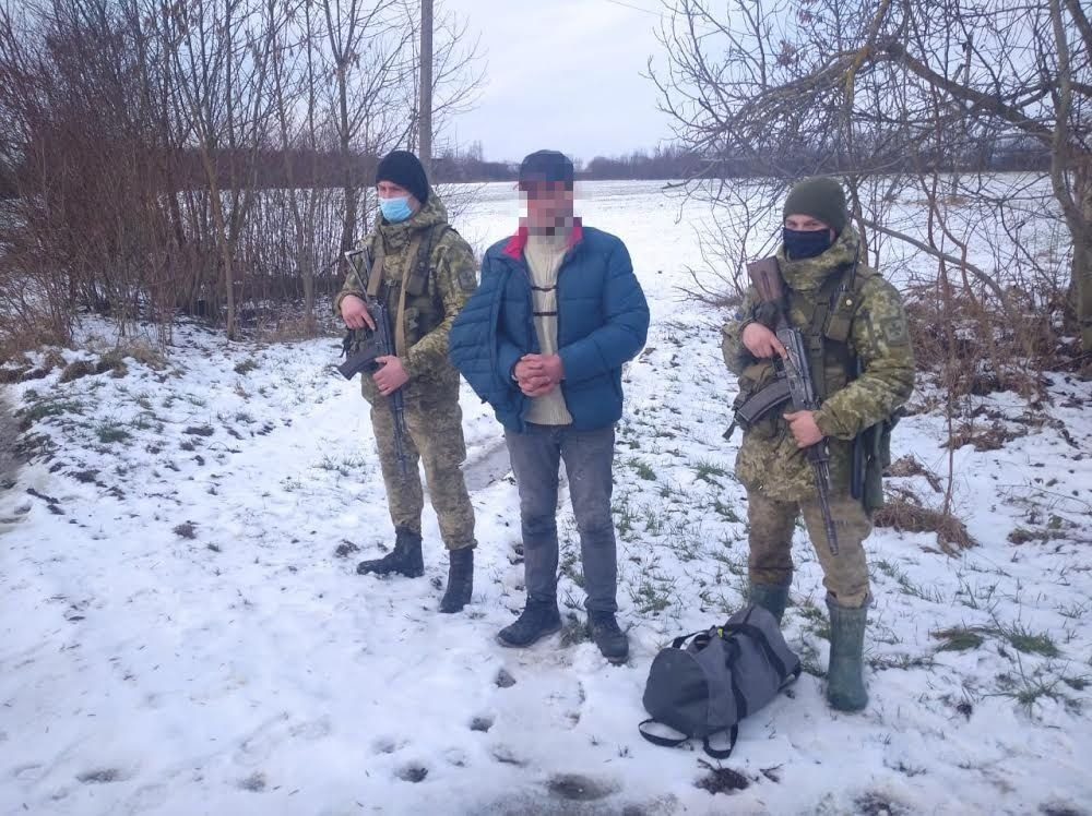 7 діб арешту отримав житель Одещини, якого учора, 31 січня, затримали прикордонники Мукачівського загону за порушення українсько-угорського кордону.