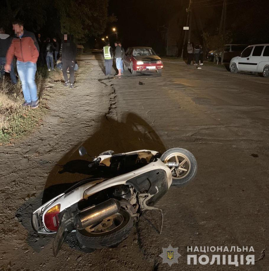 19-річна місцева жителька Нижнього Селища, керуючи в стані алкогольного сп'яніння незареєстрованим скутером, виїхала на зустрічну смугу руху й зіткнулася з автомобілем марки «Vоlkswagen Golf».