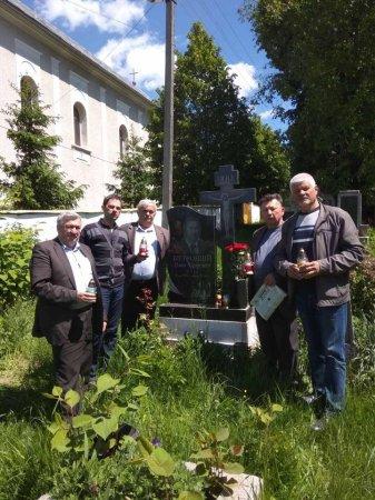 У п'ятницю, 22 травня, у селі Осій, що на Іршавщині, земляки поклали квіти й запалили свічки на могилі відомого письменника, журналіста, перекладача, бібліомана Івана Петровція.