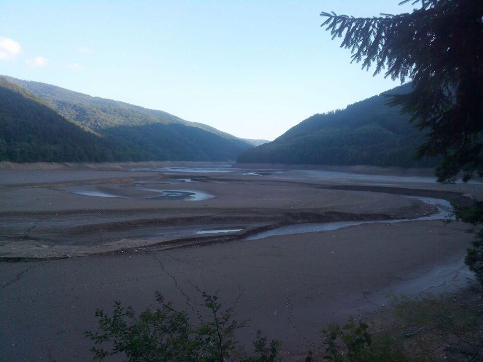Шокуюче видовище: як виглядає дно Вільшанського водосховища без води